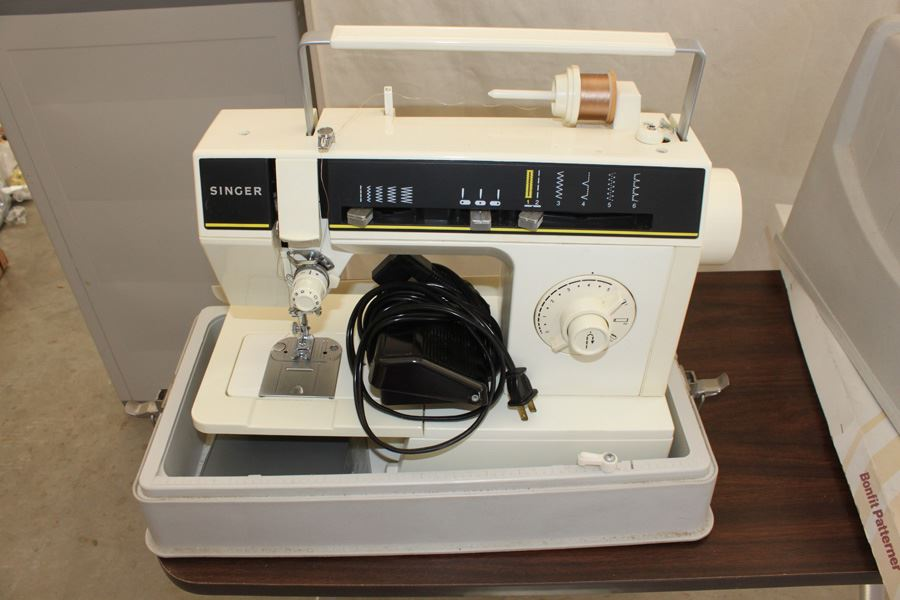 Singer Sewing Machine Model 6212c With Table And Patterner Kit
