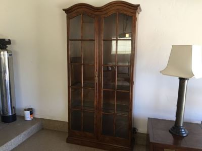 Stunning Henredon Furniture Tall Dome Top Curio Display Cabinet Lighted With Adjustable Glass Shelves Estimate $1,500