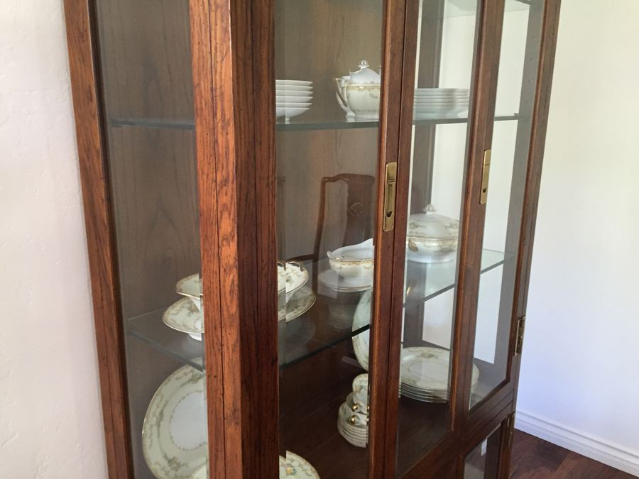 Stunning Henredon Furniture Curio Display Cabinet Lighted With Brass  Hardware And Glass Shelves [Photo 2