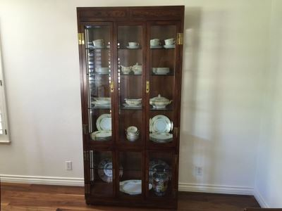 Stunning Henredon Furniture Curio Display Cabinet Lighted With Brass Hardware And Glass Shelves