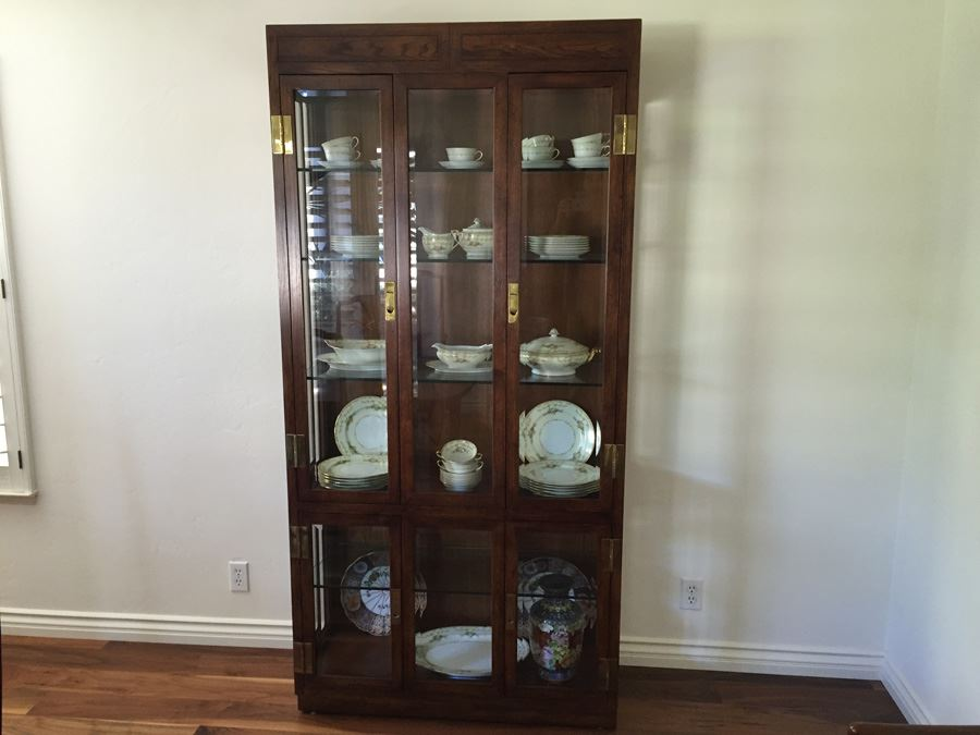 Stunning Henredon Furniture Curio Display Cabinet Lighted With Brass  Hardware And Glass Shelves [Photo 1