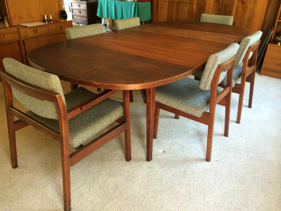 Jens Risom Walnut Dining Table With Chairs And Leaves - Dining table with 3 leaves
