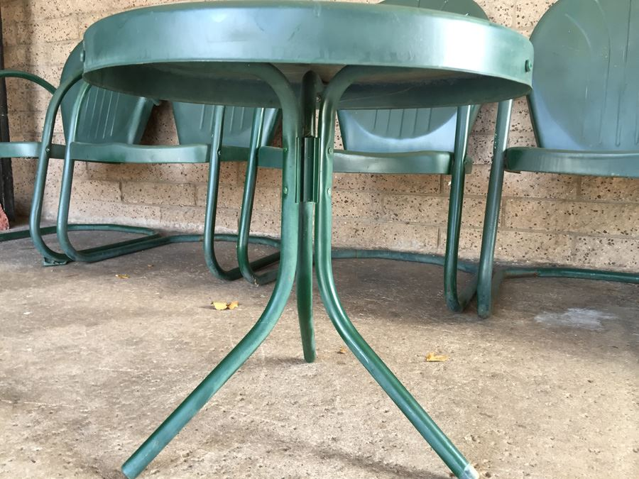 Vintage Green Retro Metal Motel Lawn Chairs Shell Back With Side Table In  Excellent Condition Estimate