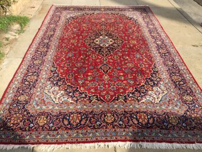 Beautiful Hand Woven Wool Persian Area Rug Measures 148' x 97'