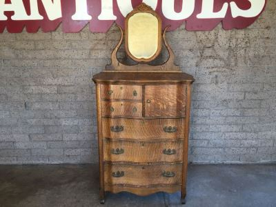 Nice Antique Serpentine Dresser Chest Of Drawers With Swivel Mirror