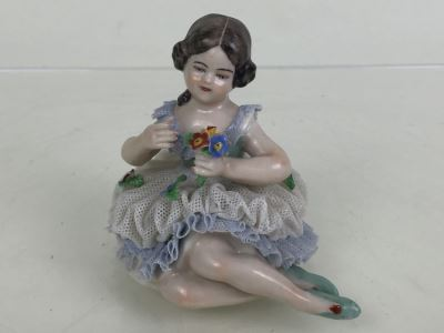 Vintage Frankenthal Porcelain Dresden Art Small Figurine Of Girl With Bouquet Of Flowers Lace 519 88