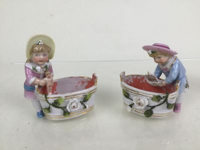 Pair Of Figurines Boy With Sailboat And Girl With Doll In Washtubs 3820