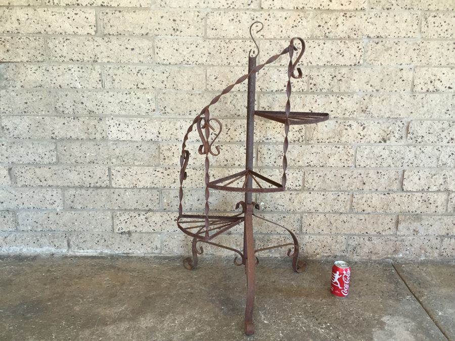 Merveilleux Vintage Wrought Iron Spiral Staircase Garden Plant Stand [Photo 1]