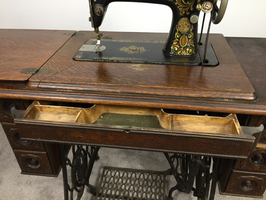 antique 1911 singer treadle sewing machine with cabinet cast iron base and sewing parts. Black Bedroom Furniture Sets. Home Design Ideas
