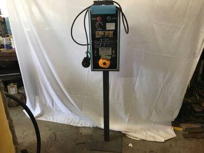 Bandsaw Blade Welder Chicago Electric Welding Systems Model 03663 With Blades For Welding And Pre-Welded Bandsaw Blades That Fit Bandsaw In This Sale