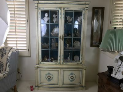 Stunning Blue And White Curio Display Cabinet With Storage