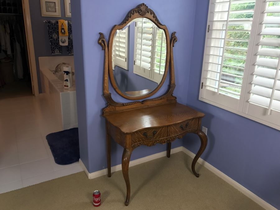 Vintage Tiger Oak Vanity Desk With Beveled Glass Mirror, Queen Anne Legs And Beautiful Wood Carvings [Photo 1]