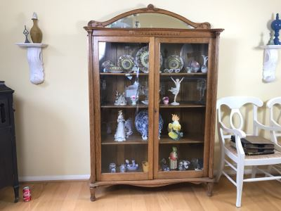 Stunning Tiger Oak Glass Front Curio Cabinet With Beveled Glass Mirror And Nice Wood Carvings