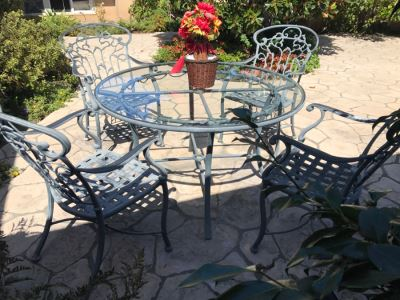 Ethan Allen Aluminum Outdoor Patio Furniture Set With Vine Motif 4 Chairs And Round Glass Top Table