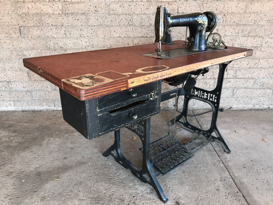Vintage Singer 4040 Industrial Sewing Machine SN H40 With Custom Old Singer Sewing Machine And Table