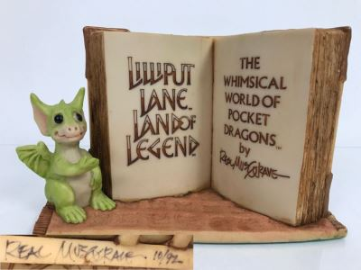 Hand Signed By Real Musgrave Pocket Dragon Figurine 10/92 - Whimsical World Of Pocket Dragons - Counter Sign - 1989 - Lilliput Lane Land Of Legend Limited - Hand Made in UK - [Market Value $250-$400 Unsigned] (All Following Market Values Are From 2014)