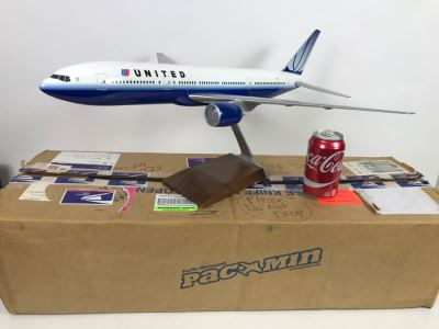 Pacific Miniatures PacMin Precision 1/100 Scale Model Airplane Of UNITED (2004) Boeing 777-200 With Box
