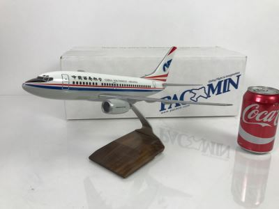 Pacific Miniatures PacMin Precision 1/100 Scale Model Airplane Of China Southwest Boeing 737-600 With Box