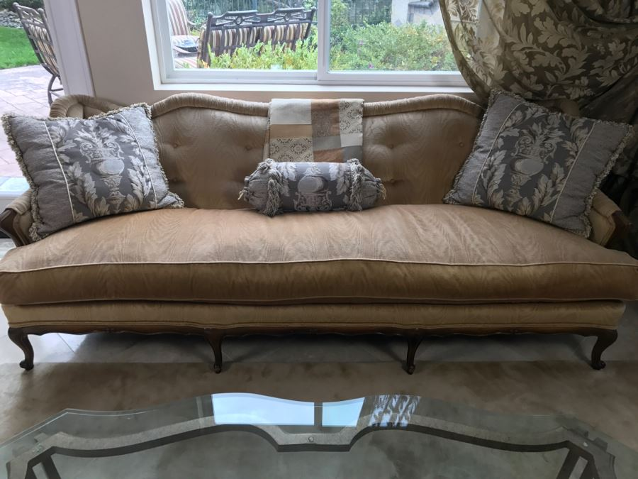 Stunning Vintage French Provincial Sofa Reupholstered Includes Throw  Pillows 88u0027W X 31u0027D X 31