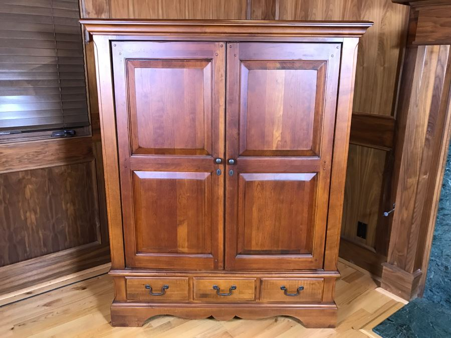Hooker Furniture Wooden Entertainment Center Cabinet With Pocket Doors  [Photo 1]