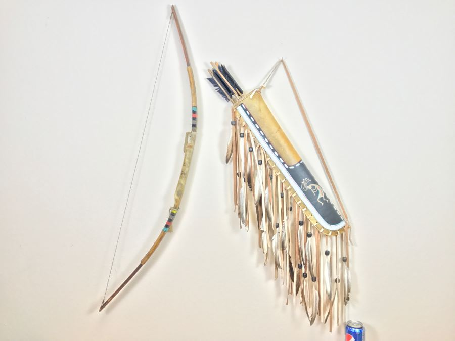 Native American Navajo Rawhide Arrow Quiver With (3) Arrows And Older Bow (See All Photos) [Photo 1]