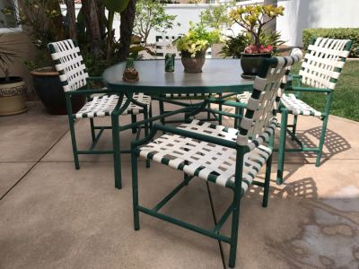 Outdoor Aluminum Table With (4) Chairs 4'W X 26'H