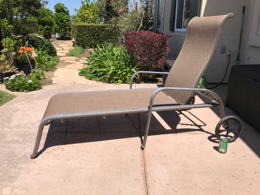 Outdoor Patio Furniture Chaise Lounge Chair With Wheels