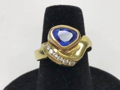 18K Yellow Gold Sapphire And Diamond Ring 8g FMV $1,250 Ring Size 6