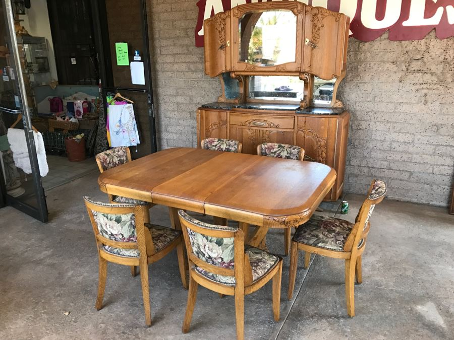 Stunning Dutch Colonial Dining Room Set With Nicely Carved