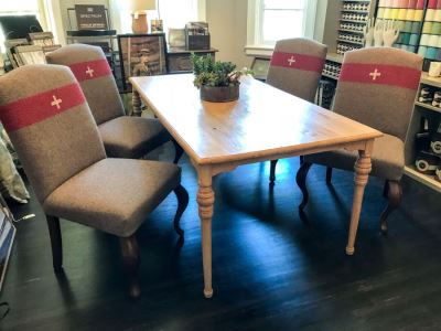 Set Of (4) Designer Upholstered Dining Chairs With Queen Anne Legs