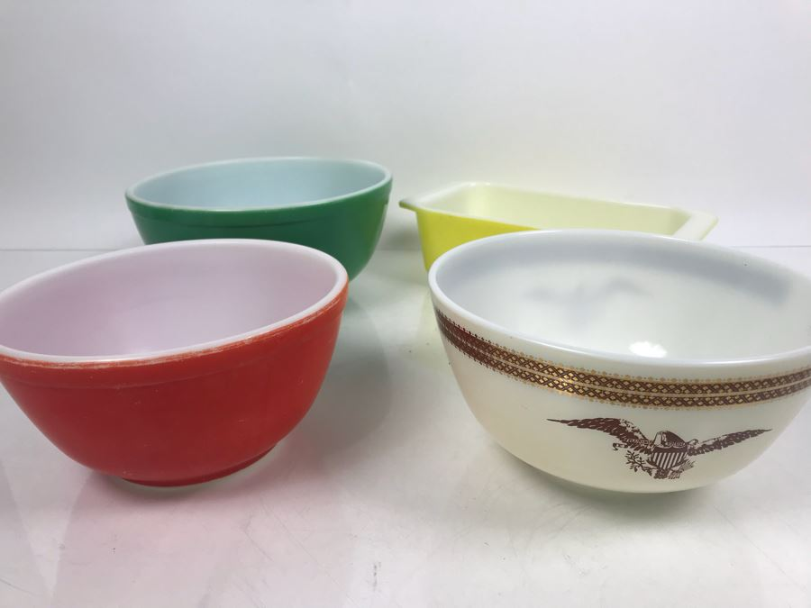 Set Of (3) Vintage Pyrex Mixing Bowls And Pyrex Casserole Dish [Photo 1]
