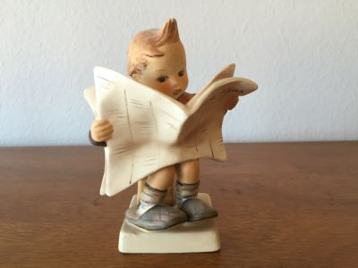 Vintage Goebel Hummel 184 'Latest News' Figurine Germany 5'H
