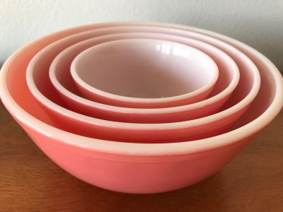Full Set Of (4) Vintage Pyrex Nesting Mixing Bowls In Pink Great Condition