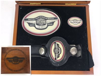 Harley-Davidson Motorcycles 95th Anniversary Limited Edition 1998 Set Includes Belt Buckle, Keychain And Pin In Presentation Box