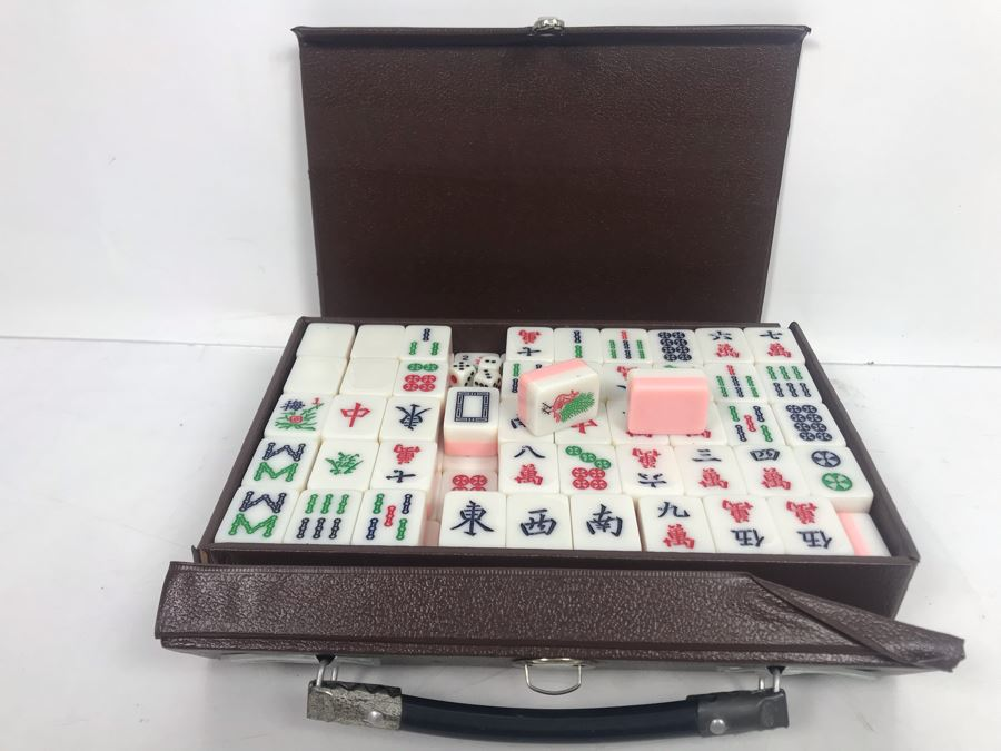 Vintage Mahjong Game Set With Travelling Case [Photo 1]