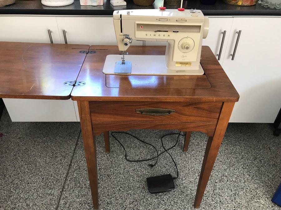 Vintage Singer Stylist 513 Sewing Machine With Wooden Sewing Cabinet