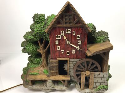 Spartus Corporation Plastic Wall Clock