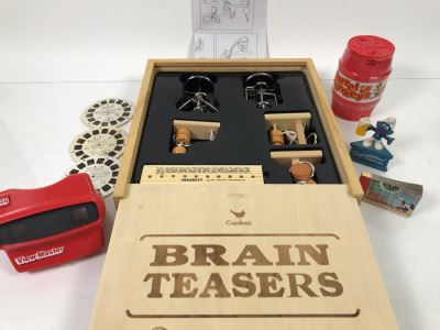Cardinal Brain Teasers Puzzles (New), Walt Disney's Moving Picture Flip Book, Congratulations! I'll Drink To That Smurf, Movie E.T. The Extra-Terrestrial View-Master Stereo Reels With View-Master And Barrel Of Monkeys