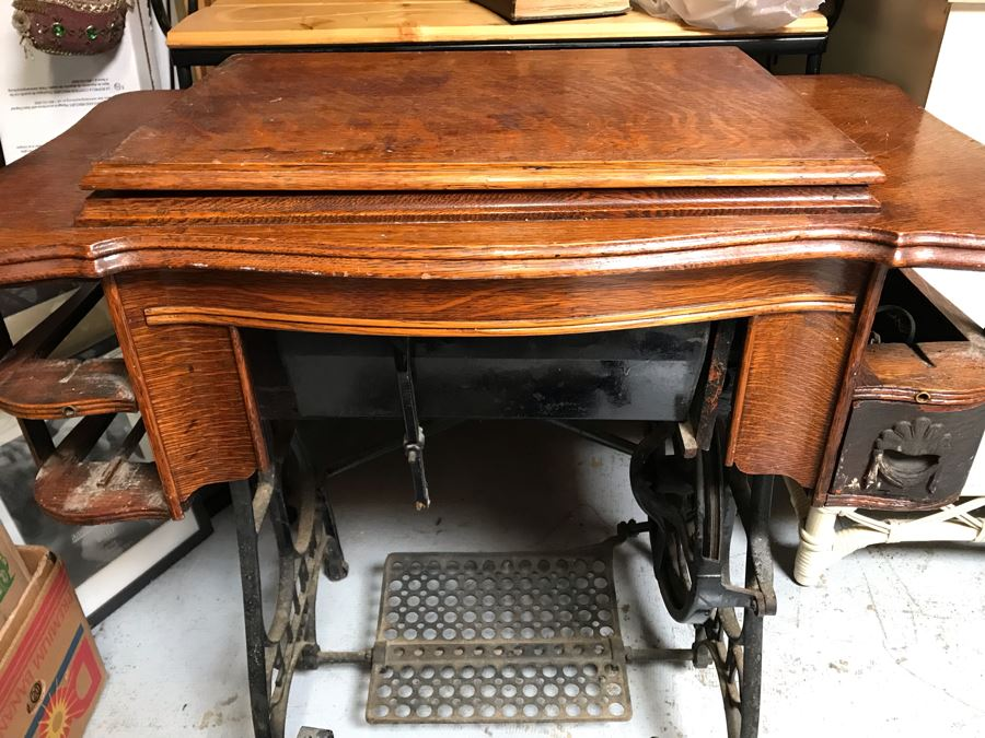 Antique White Treadle Sewing Machine With Working Cast Iron Base