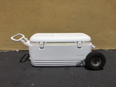 IGLOO Cooler Ice Chest With Rubber Wheels