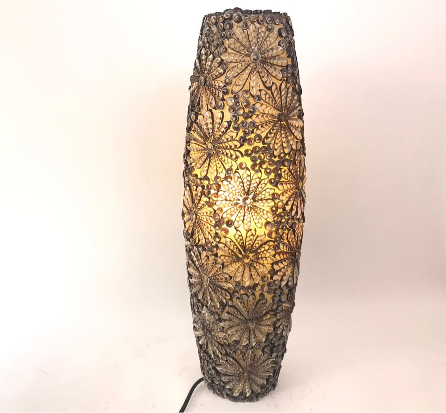 Unique Handcrafted Shell Lamp Light [Photo 1]