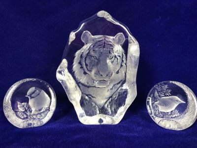 Set Of (3) Signed Crystal Sculptures By Mats Jonasson - Tiger 7'H And Pair Of Birds