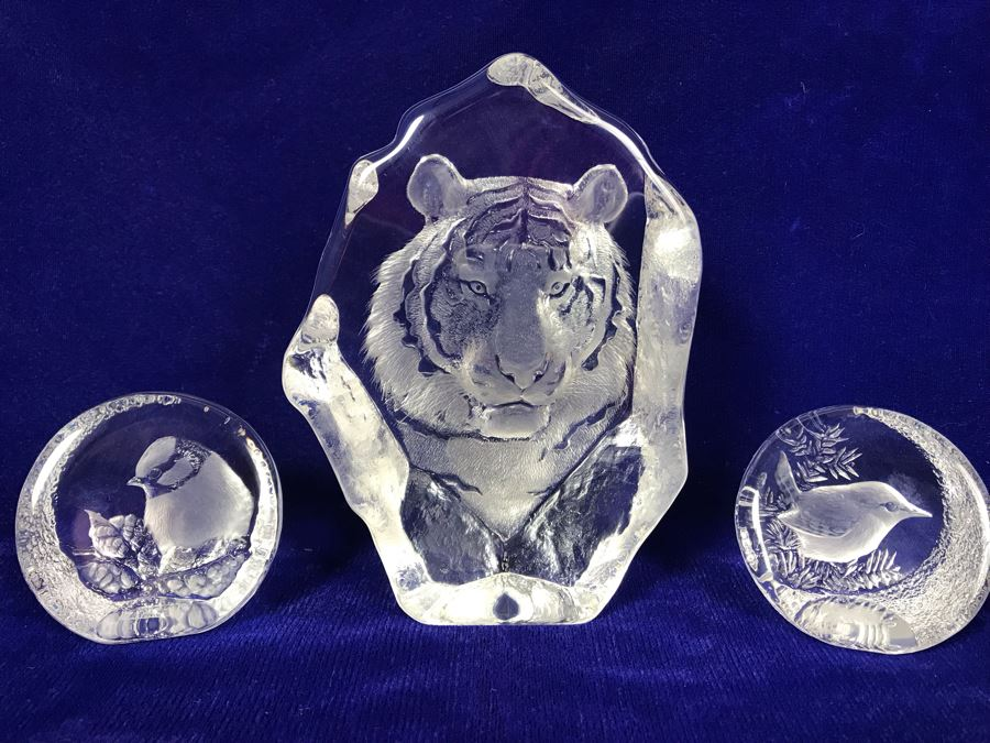 Set Of (3) Signed Crystal Sculptures By Mats Jonasson - Tiger 7'H And Pair Of Birds [Photo 1]