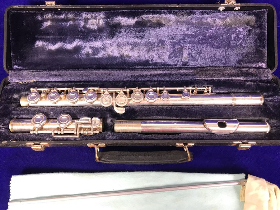 Vintage Artley Flute With Carrying Case Musical Instrument [Photo 1]