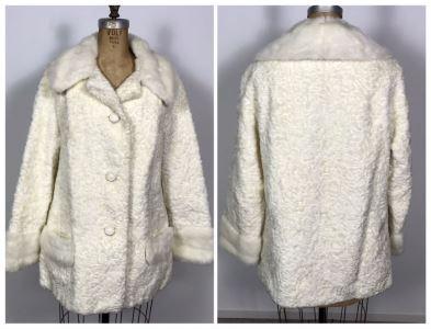 Vintage White Women's Faux Lambs Fur Coat 32'L - 16' Sleeve Length
