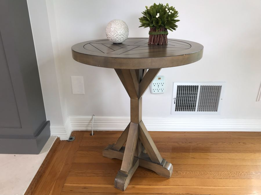 Bridgeport Round End Table 22D X 26.5H With Pair Of Decorative Accents [Photo 1]