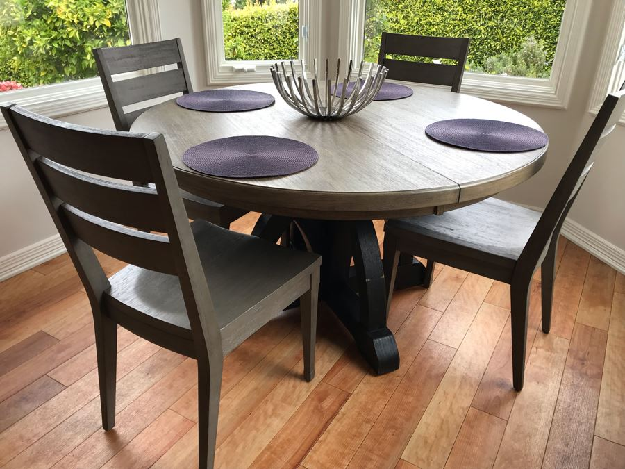 Hooker Furniture Round Dining Table With (4) Chairs, (4) Mats And Metal Centerpiece 54D X 31H [Photo 1]