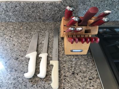 Farberware Knife Set With Wooden Knife Holder And (3) White Handled Knives