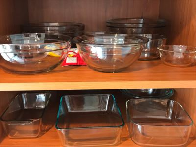 2 Shelves Of Various Glass Pyrex Baking Pans Bakeware