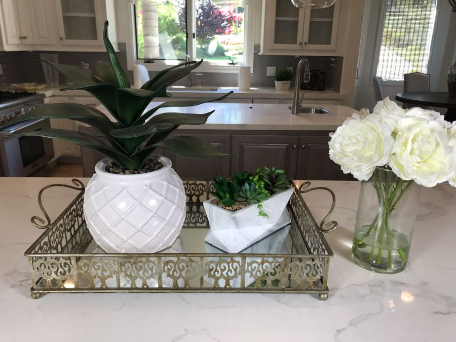 Home Decor Lot With Mirror Tray And (3) Artificial Plants [Photo 1]